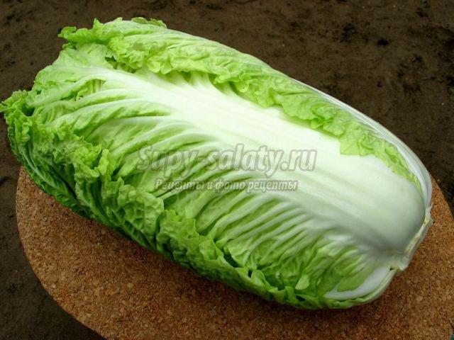 Тушеная пекинская капуста с зеленым горошком и мятой