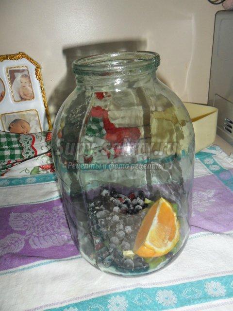 Компот из черной смородины, ревеня с добавлением апельсина