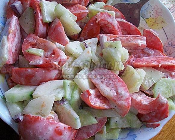 Вкусные салаты из помидоров со сметаной