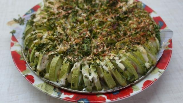 Пирог из кабачков с салом