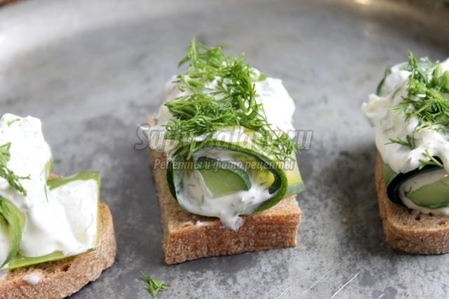 закуска из кабачков со сметанно-чесночным соусом