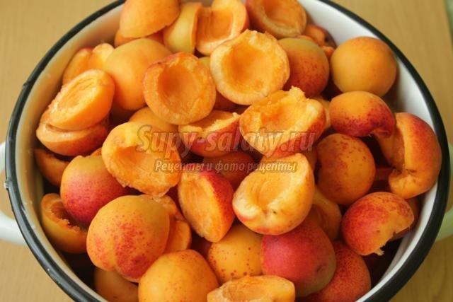 Вкакой посуде лучше варить варенье абрикосовое