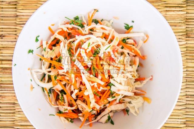 морковный салат с томатами на зиму