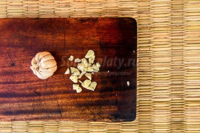маринованные кабачки с чесноком и базиликом