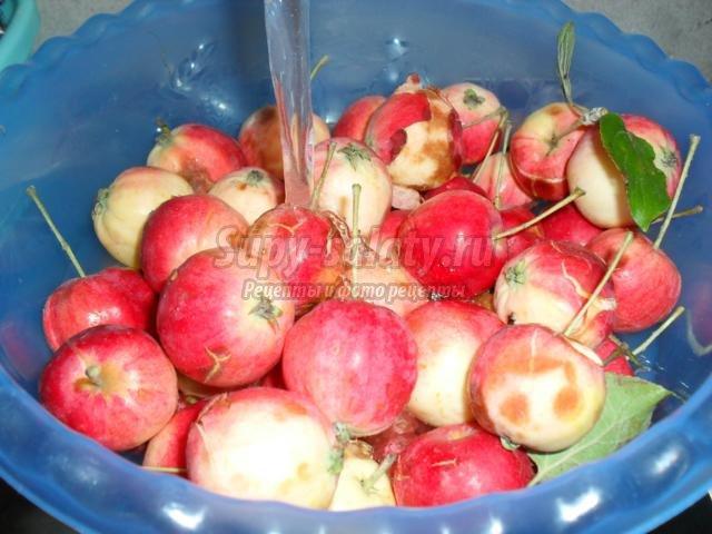 варенье из брусники и садовых яблок