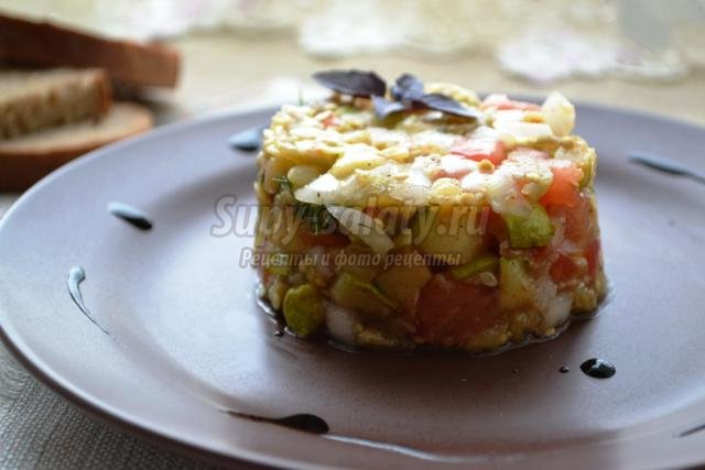 тёплый салат из баклажанов и кабачков