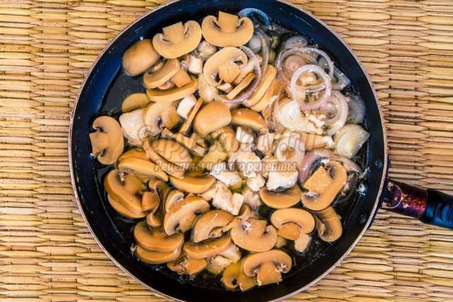 овощное пюре с курицей и грибами