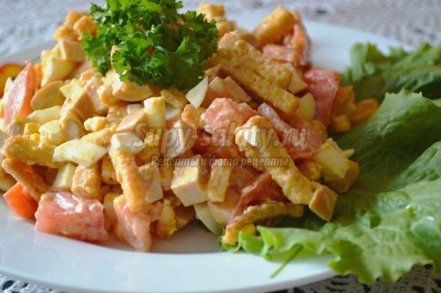 рецепт салата с фасолью и колбасой и помидорами