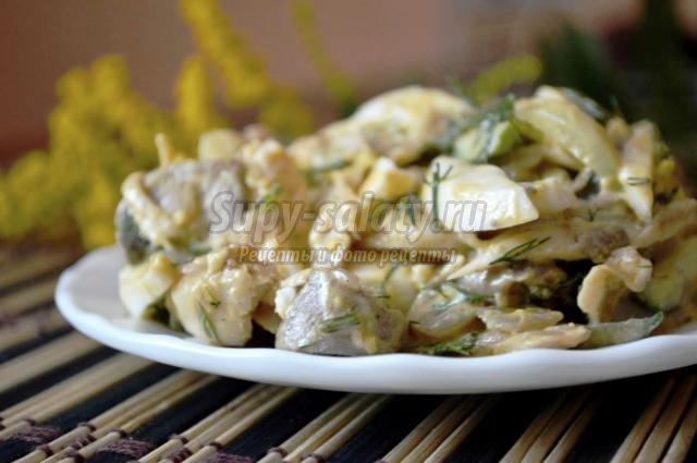 Салат с шампиньонами, курицей и огурцами