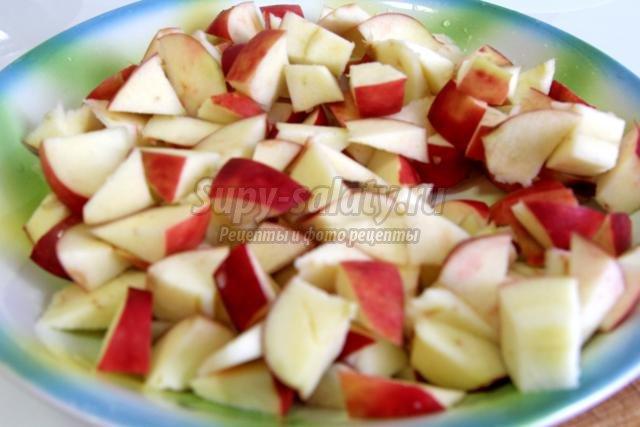 бисквитный пирог с яблоками и брусничной заливкой