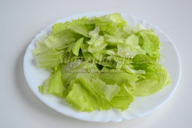 Салат с сухариками колбасой рецепт с