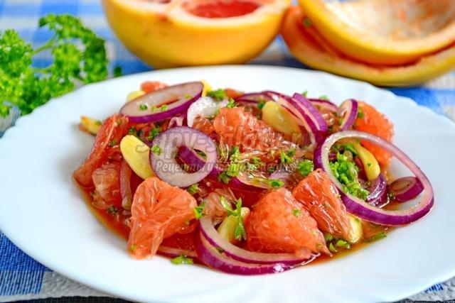 салат с грейпфрутом и красным луком