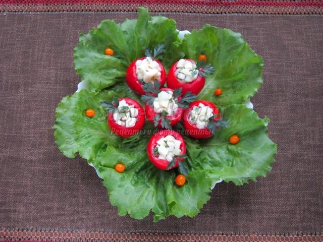 салат-закуска. Фаршированные помидоры