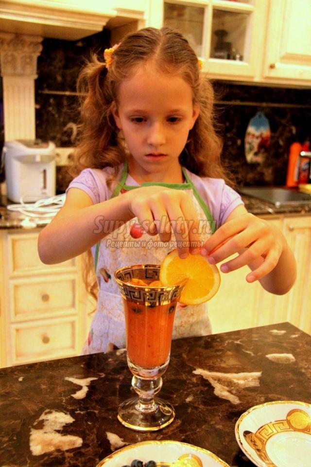 коктейль с апельсином, облепихой и малиной. Осенний закат