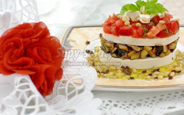 салат с баклажанами, фетаксой, и кедровыми орешками