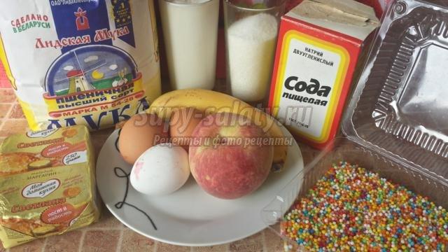 бисквитный пирог на кефире с фруктами и шоколадом