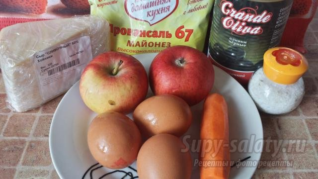 новогодний салат с сыром, яблоками и яйцами. Париж в снегу