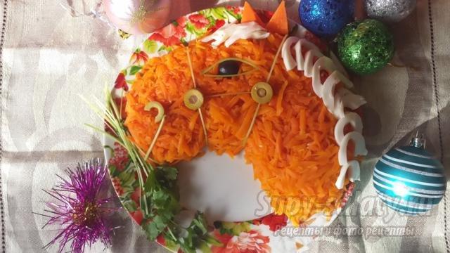 слоеный салат к Новому году. Рыжая лошадка