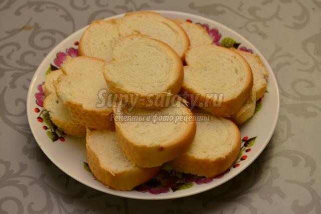 новогодняя закуска. Бутерброды с сыром и помидорами