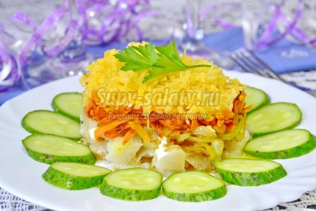 новогодний салат из рыбы с морковкой и луком