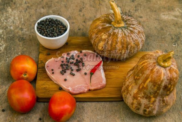 тыква тушёная со свининой и помидорами