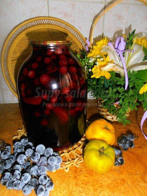 Компот ассорти на зиму из винограда, айвы и груш