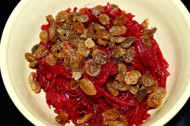 Салат со свеклой и изюмом рецепт с пошагово