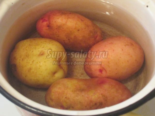 постный салат с картофелем, шампиньонами и горошком