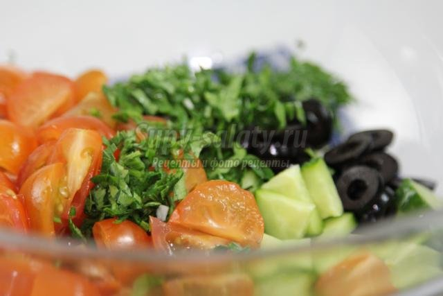 детский овощной салат. Божья коровка