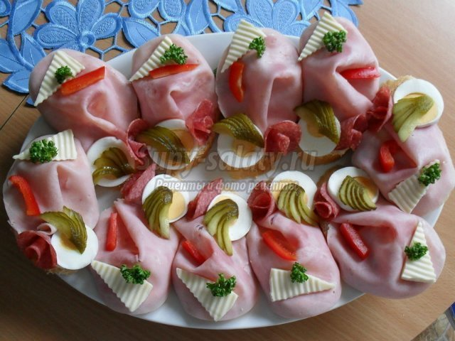 Бутерброды канапе на шпажках на праздничный стол рецепты 61