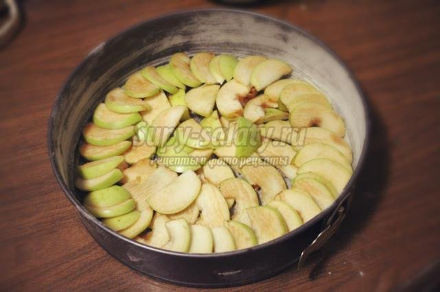 яблочная шарлотка на сливочном масле