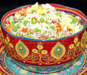 рис по-китайски в горшочках с грудинкой