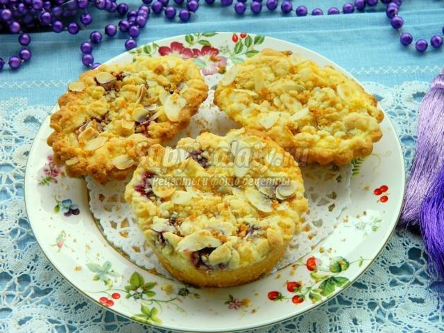 песочные пирожные с рикоттой, вишней и облепихой