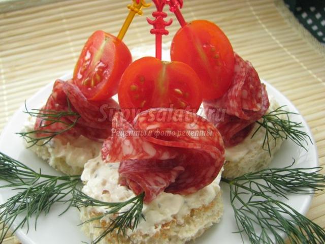 канапе с колбасой и творожным сыром. Розалия