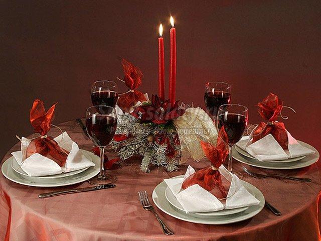 Как красиво украсить стол на новый год