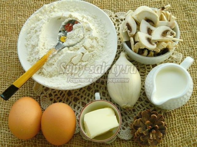 блины с жареными грибами и луком