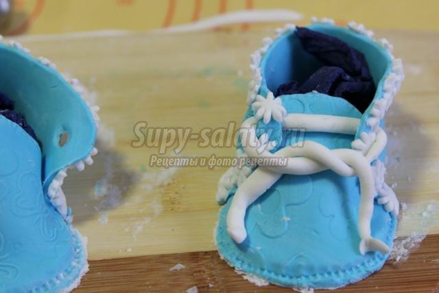 украшение для торта из мастики. Пинетки