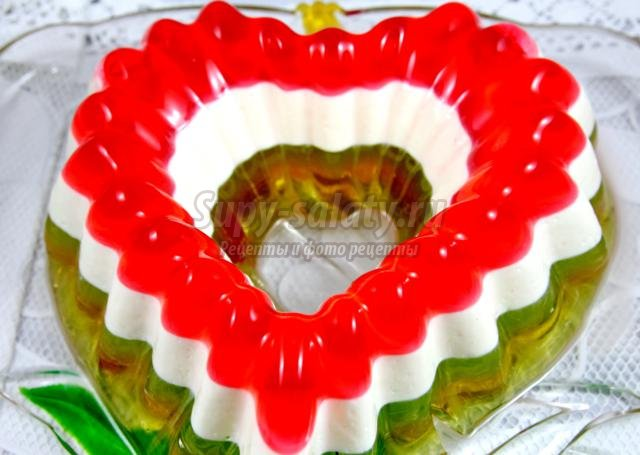 разноцветное желе на день Святого Валентина. Сердце
