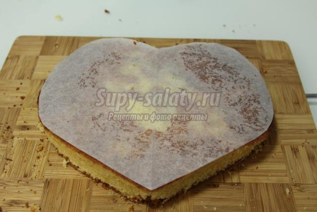 торт с мастикой на день Святого Валентина. Бабочки на сердце