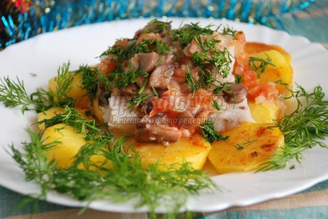 отварная рыба с томатно-грибным соусом на Новый год