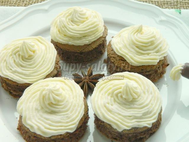 пирожные бисквитные с кремом из маскарпоне