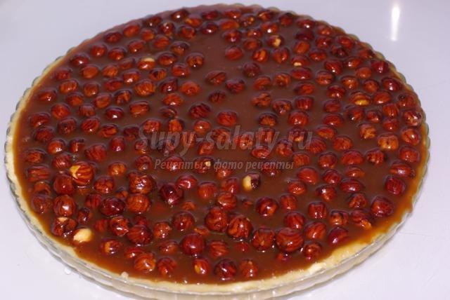 карамельный пирог с фундуком