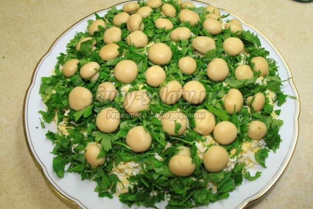 салат с маринованными шампиньонами. Полянка