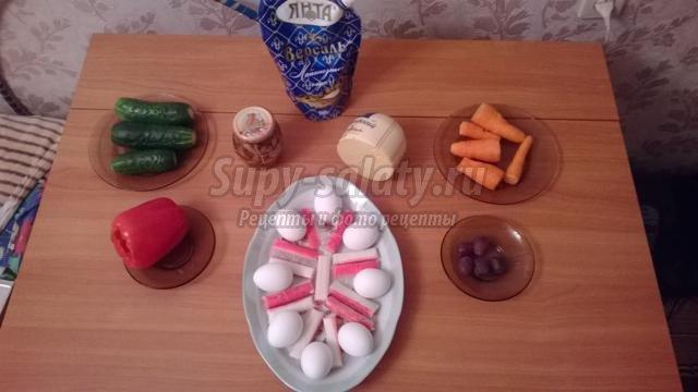 новогодний салат с крабовыми палочками. Снеговик