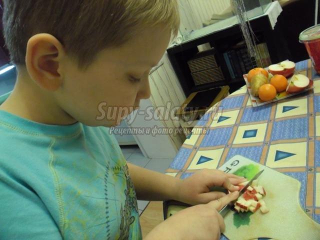 груша, фаршированная фруктами