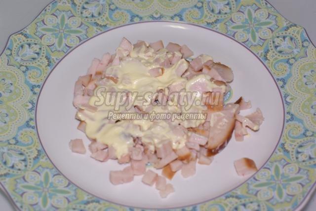 рецепт салат слоеный из шампиньонов и