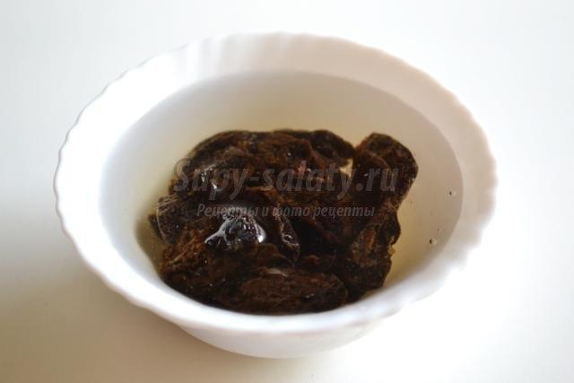 салат из свеклы с черносливом и грецкими орехами