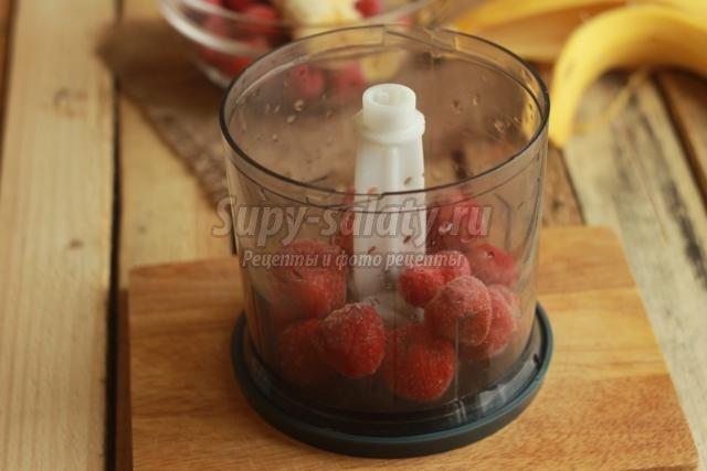фруктово-ягодный салат с грецкими орехами