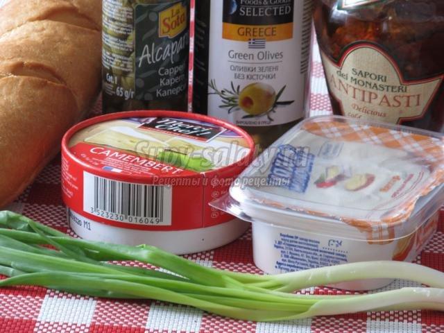 канапе с сыром Камамбер