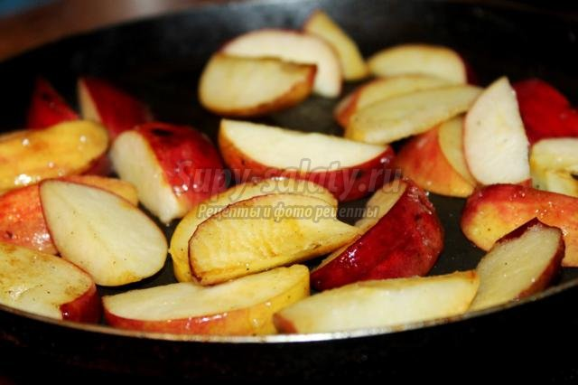 домашняя курица с яблоками